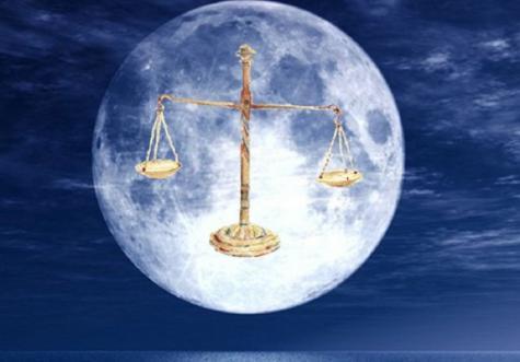 Lune bleue en balance